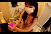 保険営業員のお風呂で手コキ(大島梓)